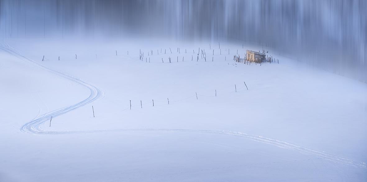 尹建丰空旷的山野.jpg